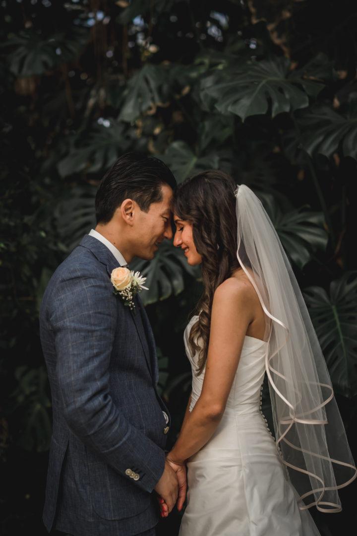 Bruid in kwekerij de Arendshoeve Trouwen op een unieke locatie