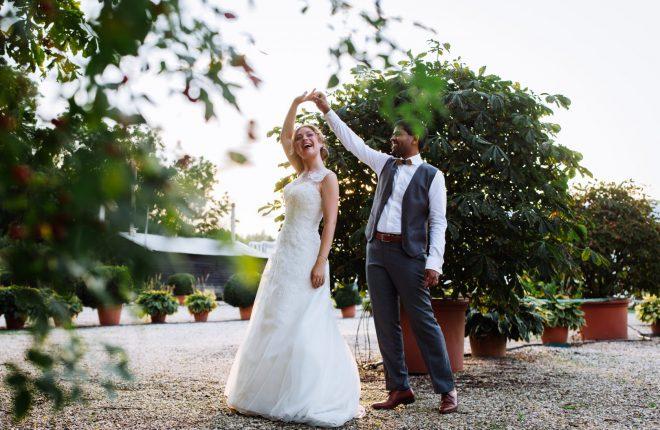 Suzanne en Nirul trouwen in een kas unieke fotoshoot in kwekerij (9)
